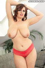 Alexsis Faye: Greater than typical Bust Beauty